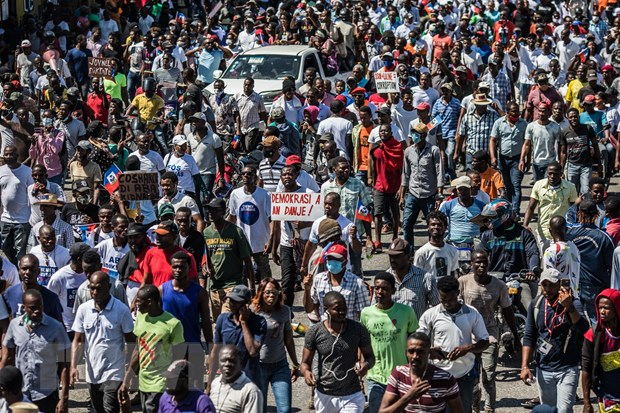Hang nghin nguoi bieu tinh o thu do Port-au-Prince cua Haiti hinh anh 1