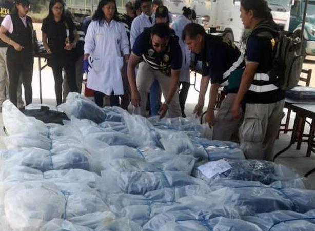 Peru thu giu hon 3 tan cocaine trong container tai cang Paita hinh anh 1
