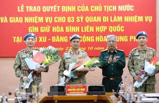 De mau co Viet Nam phu rong hon tren ban do gin giu hoa binh the gioi hinh anh 2