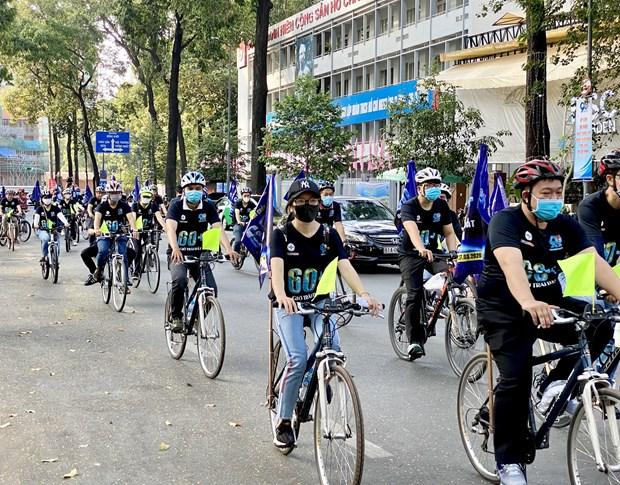 Thanh pho Ho Chi Minh: Hang tram nguoi dap xe huong ung Gio Trai dat hinh anh 1