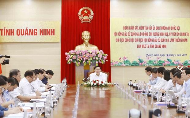 Chu tich Quoc hoi Vuong Dinh Hue kiem tra cong tac bau cu o Quang Ninh hinh anh 3