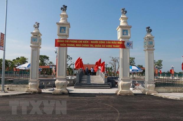 Thang 5 tren que huong nha chinh tri, quan su tai ba Phung Chi Kien hinh anh 1