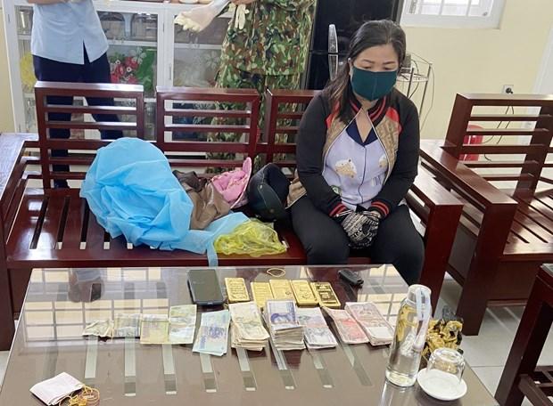 Phat hien vu van chuyen trai phep 5kg kim loai nghi la vang ve VN hinh anh 1