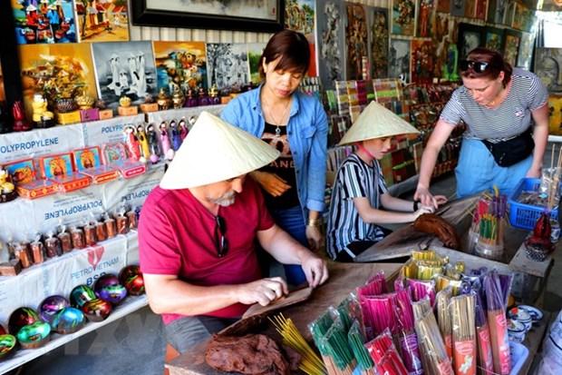 Thua Thien-Hue tam dung Festival Nghe truyen thong Hue 2021 hinh anh 1