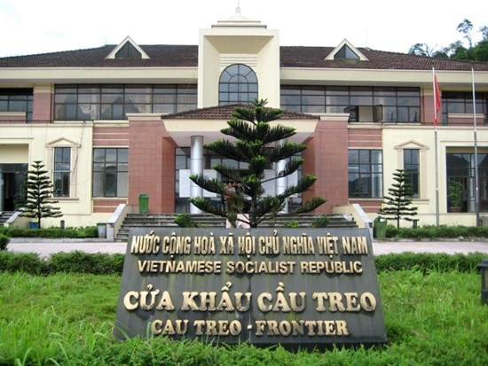 Dung nhan nhap canh cong dan Viet Nam qua cua khau Cau Treo tu 18/6 hinh anh 1