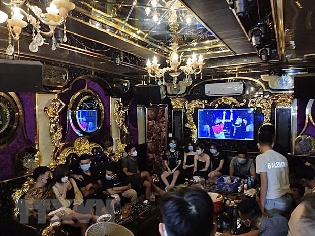 Lao Cai: 20 doi tuong tu tap hat karaoke bat chap quy dinh chong dich hinh anh 1