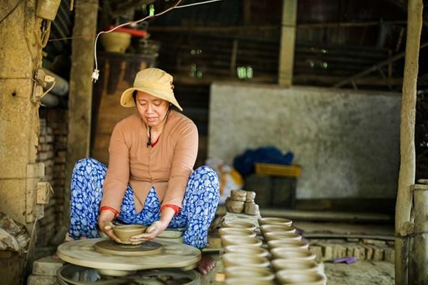 Kham pha net tai hoa cua nguoi tho gom lang Thanh Ha hinh anh 3