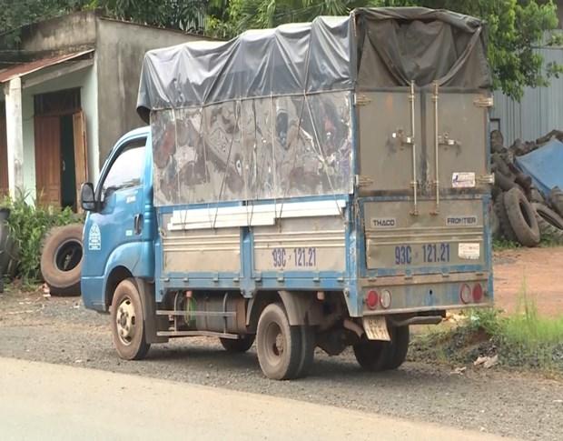Binh Phuoc: Bat xe tai tron chot kiem dich voi 7 nguoi trong thung xe hinh anh 1