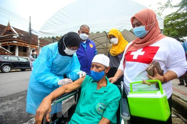 Thai Lan, Campuchia day manh tiem vaccine ngua COVID-19 hinh anh 1