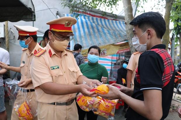 Ben Tre don 697 cong dan tu Thanh pho Ho Chi Minh ve que hinh anh 1