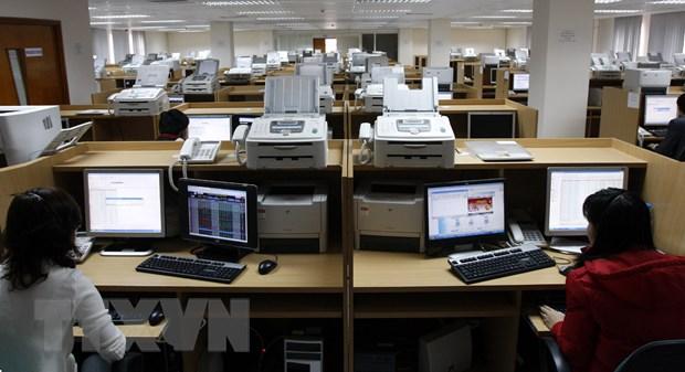 Dong tien tang manh dat 8.755 ty dong, VN-Index vuot moc 1.020 diem hinh anh 1