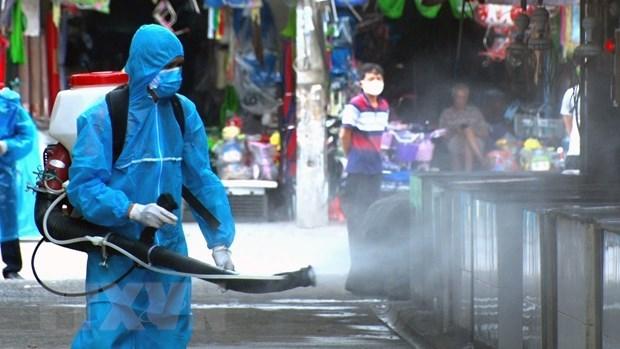 Bộ Y tế yêu cầu không phun hoá chất khử khuẩn SARS-CoV-2 ngoài trời   Y tế   Vietnam+ (VietnamPlus)