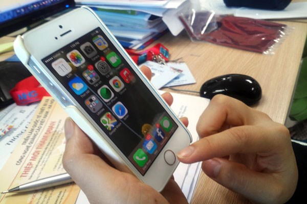 iPhone 5S xach tay se giam gia truoc suc ep chinh hang hinh anh 1