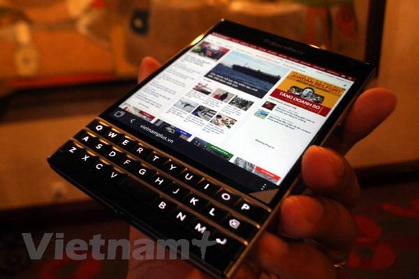 BlackBerry Passport len ke tai Viet Nam voi gia 15,5 trieu dong hinh anh 2