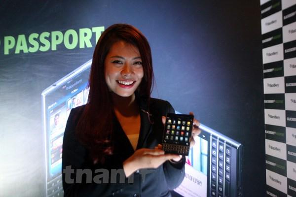 BlackBerry Passport len ke tai Viet Nam voi gia 15,5 trieu dong hinh anh 1