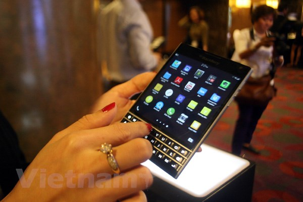 BlackBerry Passport len ke tai Viet Nam voi gia 15,5 trieu dong hinh anh 6