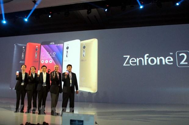 ASUS ram ro dua loat ZenFone 2 len ke, gia tu 4,590 trieu dong hinh anh 1
