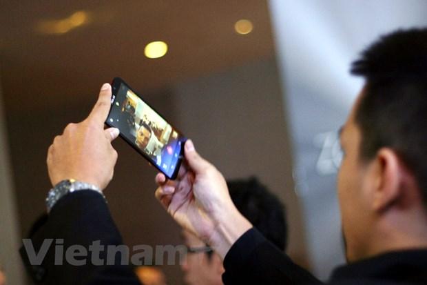 ASUS ram ro dua loat ZenFone 2 len ke, gia tu 4,590 trieu dong hinh anh 2