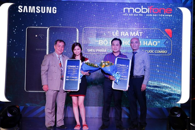 "MobiFone ban ""sieu pham"" Galaxy S8/S8Plus kem goi cuoc hap dan hinh anh 1"