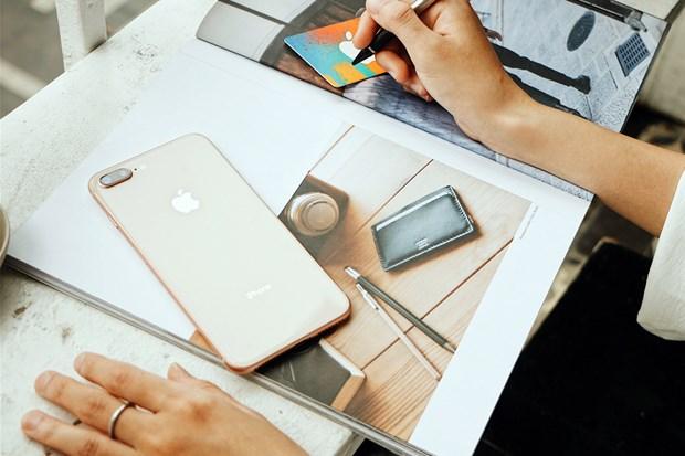 Mo ban 'tao' chinh hang: iPhone 8 Plus dat khach hon iPhone 8 hinh anh 1