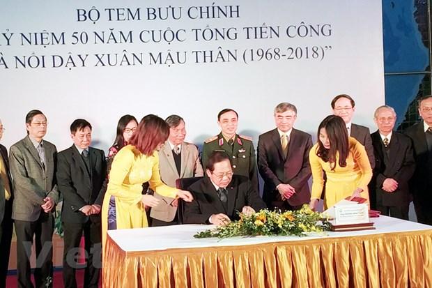 Phat hanh bo tem ve cuoc Tong tien cong va noi day Xuan Mau Than hinh anh 1
