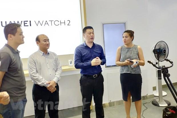 Can canh cua hang trai nghiem dau tien cua Huawei tai Viet Nam hinh anh 8