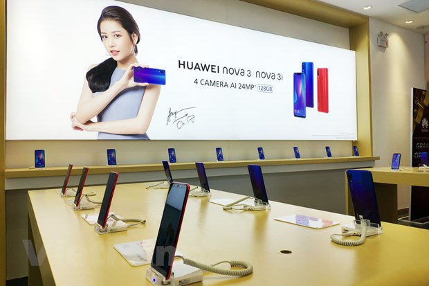Can canh cua hang trai nghiem dau tien cua Huawei tai Viet Nam hinh anh 1