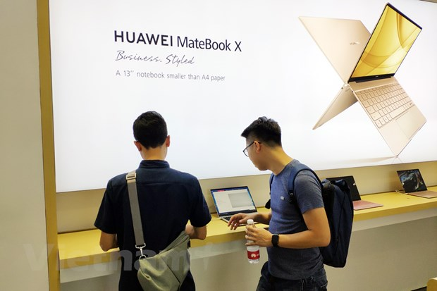 Can canh cua hang trai nghiem dau tien cua Huawei tai Viet Nam hinh anh 4