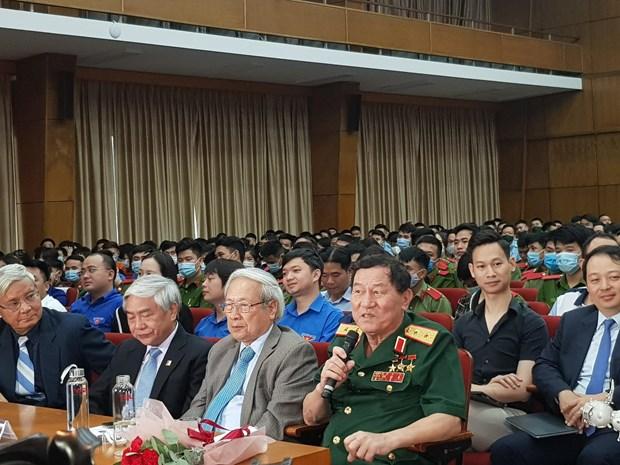 Trung tuong Pham Tuan truyen lua dam me vu tru cho gioi tre hinh anh 1