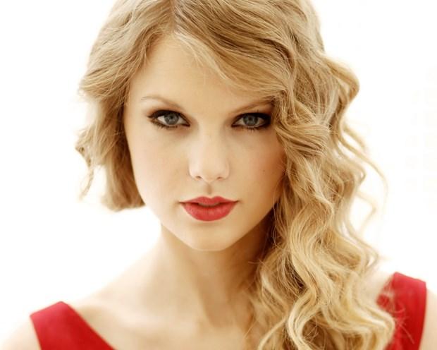 Nguoi ham mo chung tay viet sach ve nu ca sy Taylor Swift hinh anh 1