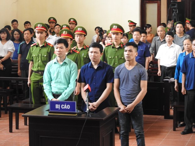 Hinh anh nguoi dan mac ao xanh trong phien xu bac sy Hoang Cong Luong hinh anh 10