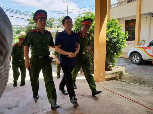 Hinh anh nguoi dan mac ao xanh trong phien xu bac sy Hoang Cong Luong hinh anh 6