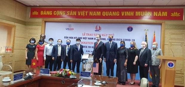 Hoa Ky trao tang Viet Nam 100 may tho ho tro phong, chong COVID-19 hinh anh 2