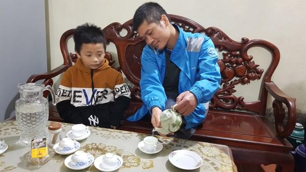 'Nguoi linh ao trang' chinh phuc nhung dinh cao y hoc the gioi hinh anh 1