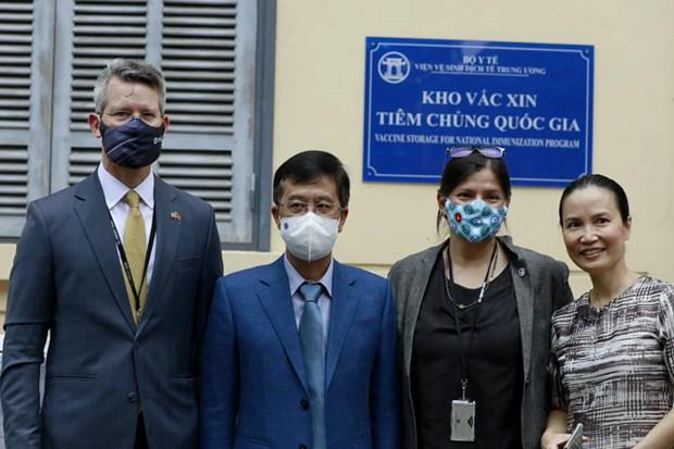 Pho Tong thong My thi sat kho vaccine tai Vien Ve sinh dich te TW hinh anh 1