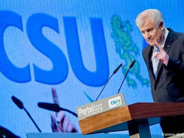 Duc: Ong Horst Seehofer tai dac cu Chu tich CSU hinh anh 1