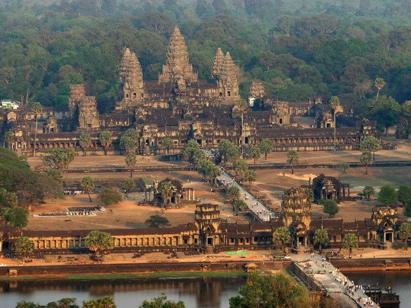 Den Angkor Wat - Vien ngoc quy cua dat nuoc Chua Thap hinh anh 1