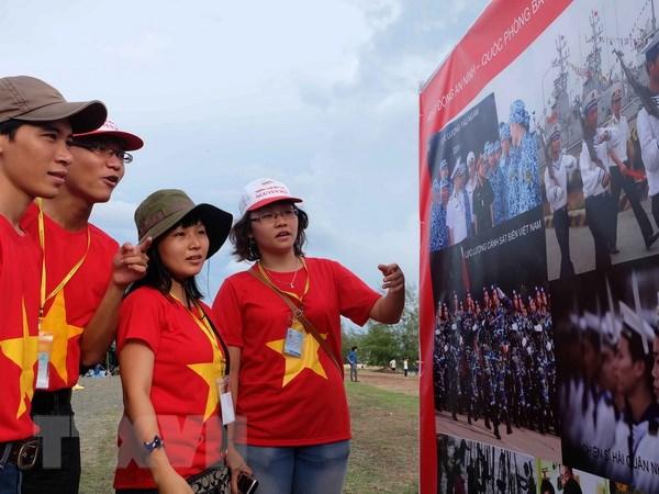 Trien lam anh va tu lieu Hoang Sa, Truong Sa la cua Viet Nam hinh anh 1