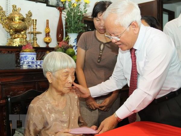TP Ho Chi Minh danh 32 ty dong tang qua doi tuong chinh sach hinh anh 1