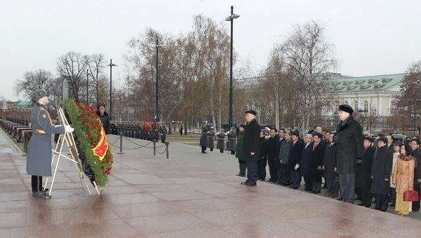 Don tam huyet, tri tue vun dap tinh huu nghi Viet-Nga mai xanh tuoi hinh anh 1
