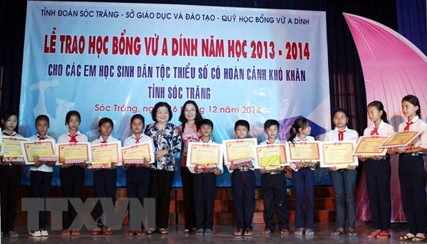 60 hoc sinh dan toc Khmer ngheo nhan hoc bong Vu A Dinh hinh anh 1