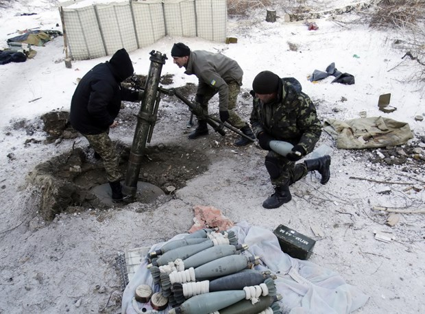 Ukraine danh lon de gianh quyen kiem soat san bay Donetsk hinh anh 1