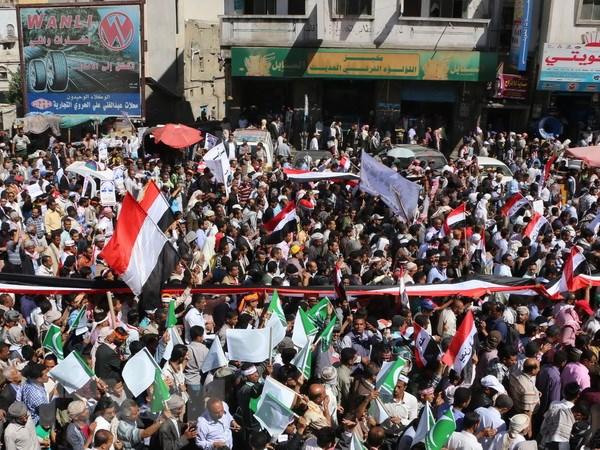 Yemen: Phien quan Houthi tha toan bo thanh vien noi cac chinh phu hinh anh 1