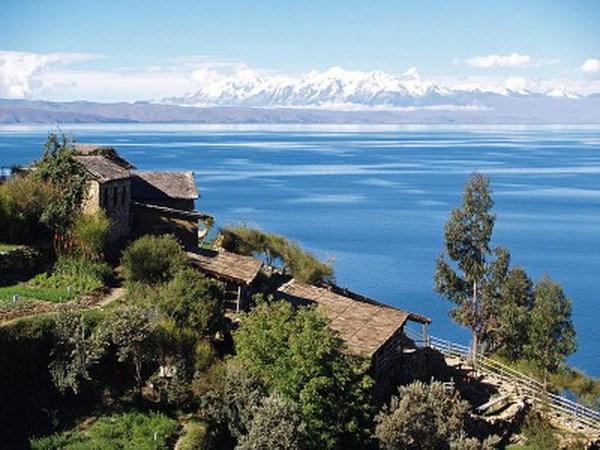 1.400 tinh nguyen vien Bolivia tham gia khu nhiem ho Titicaca hinh anh 1