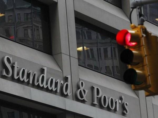 S&P ha trien vong tin nhiem cua EU xuong muc tieu cuc hinh anh 1