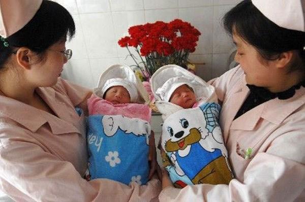 Bo chinh sach mot con, Trung Quoc len toi 1,45 ty dan vao 2030 hinh anh 1