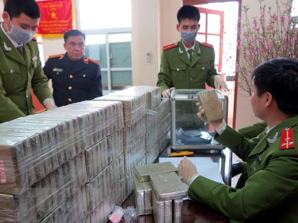 Bat giu 5 nguoi Lao van chuyen 60 banh heroin vao Viet Nam hinh anh 1