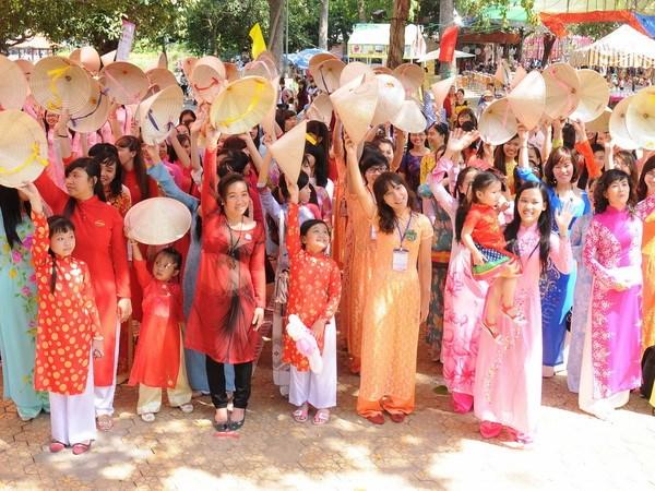 Nhieu net moi trong Le hoi ao dai Thanh pho Ho Chi Minh lan 3 hinh anh 1
