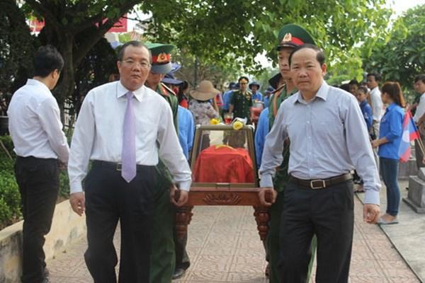 Quang Binh to chuc truy dieu, an tang hai cot liet sy hy sinh tai Lao hinh anh 1