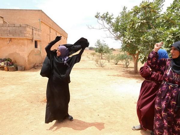 Phu nu Syria vut mang che mat sau khi duoc giai phong khoi IS hinh anh 1